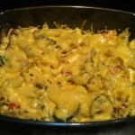 Zapiekanka makaronowa z warzywami i mozzarellą