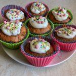 Dwukolorowe muffinki bez cukru z herbatą matcha