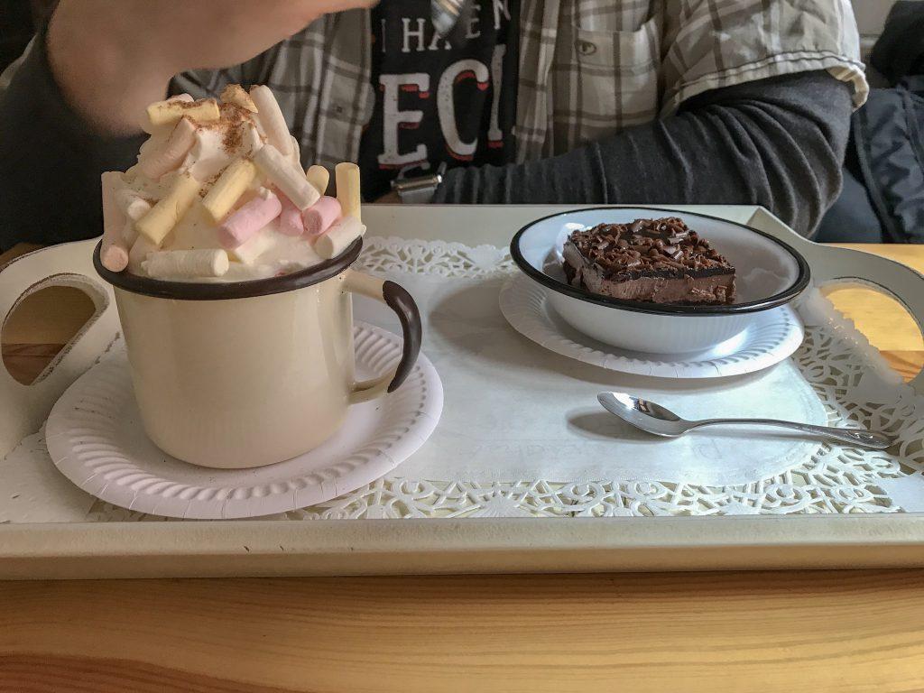 brownie i czekolada z piankami, też można podjadać
